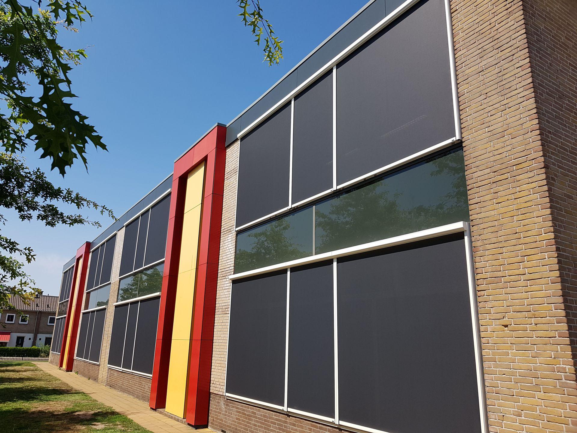 Zipscreens school Haaksbergen gemotoriseerd