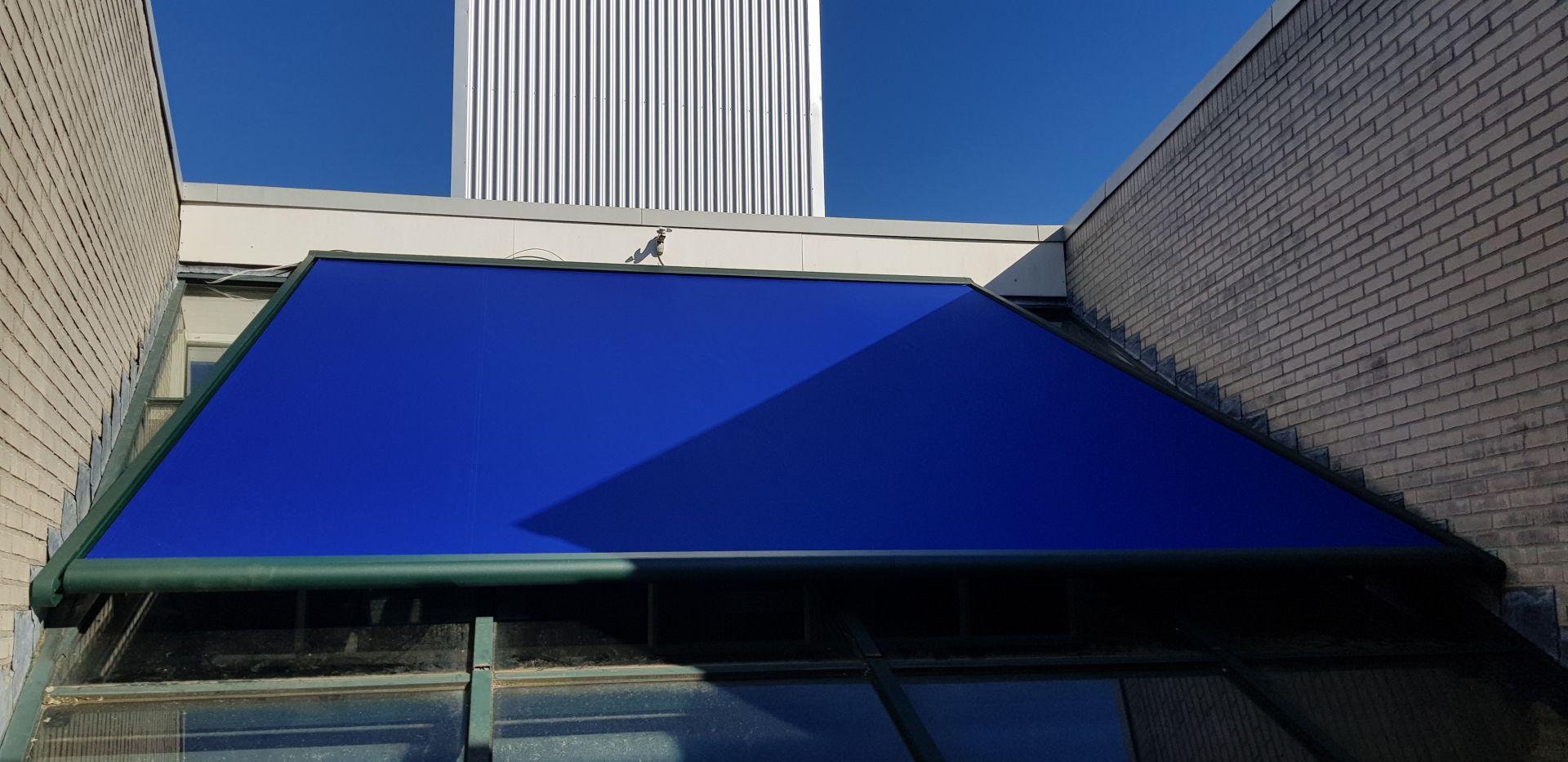 serre zonwering blauw te Hengelo