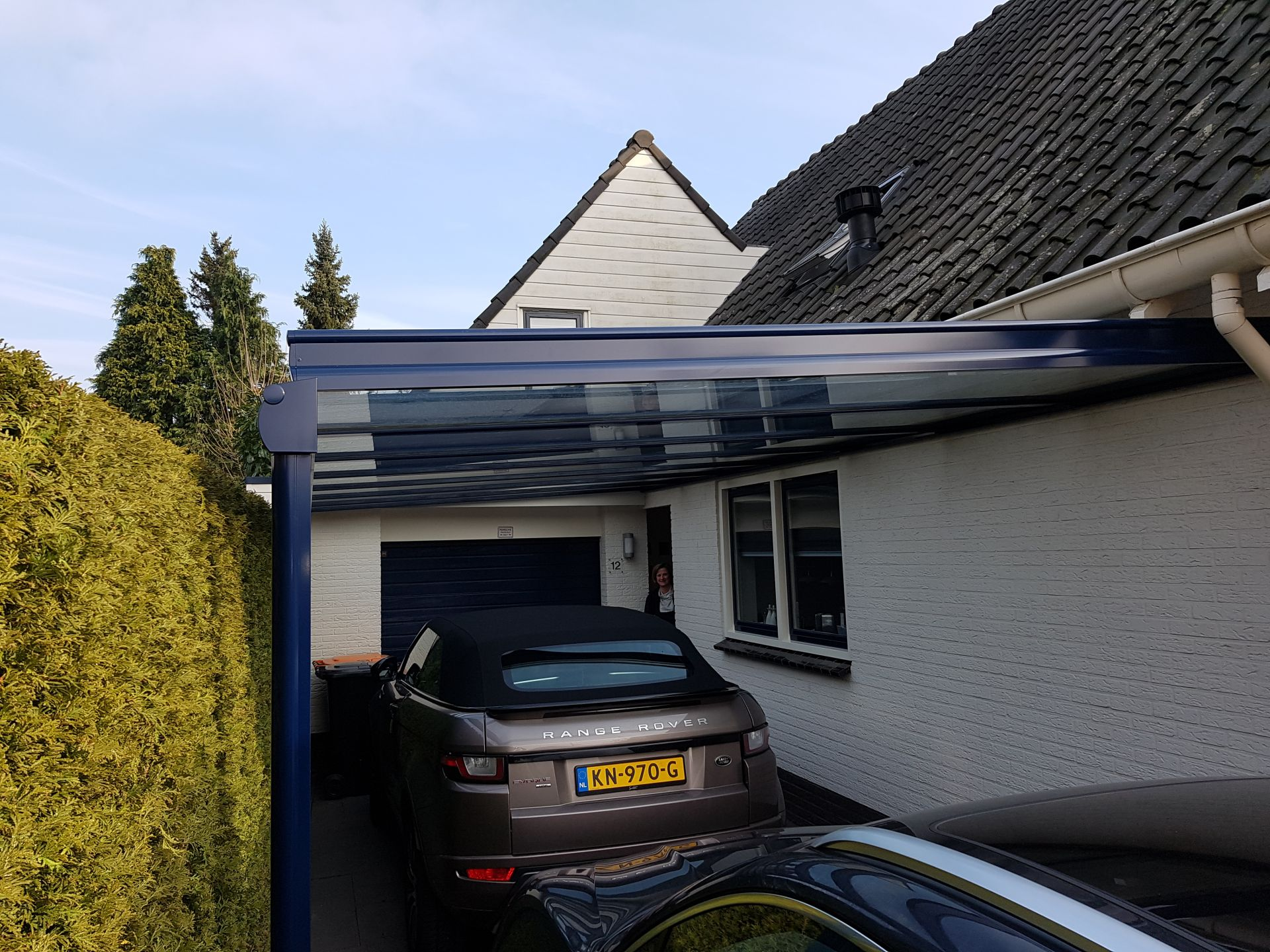 Overkapping Weinor Terrazza als Carport te Delden